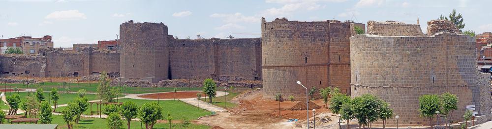 Diyarbakır'daki Kaleler ve Surlar