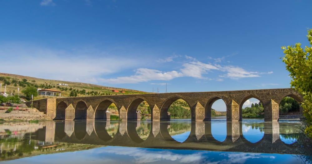 On Gözlü Köprü Diyarbakır
