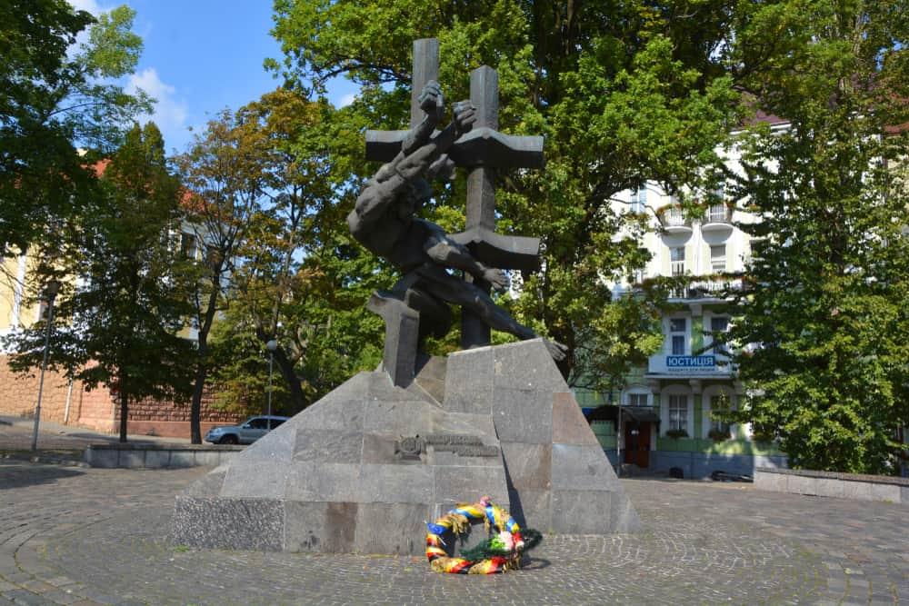 Sovyet Suçluları Mağdurlar Anıtı Lviv
