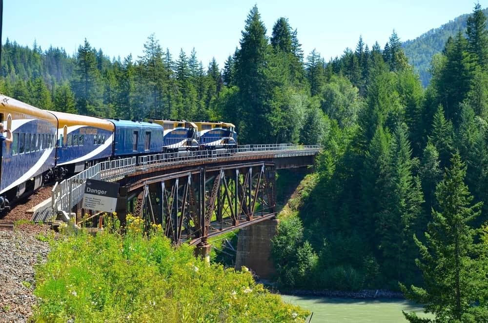 Kanada Rocky Dağları tren