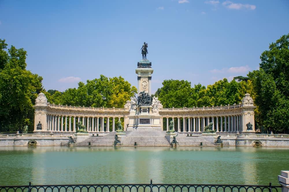 El Estanque ve El Retiro Parkı