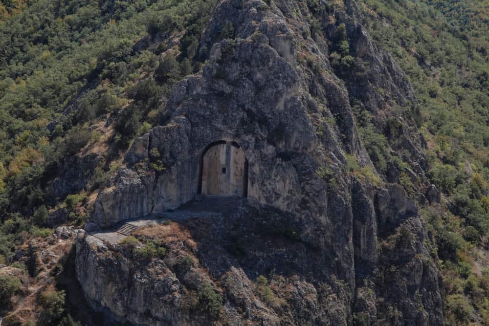 Laçin Kapılıkaya Anıtsal Kaya Mezarı Çorum