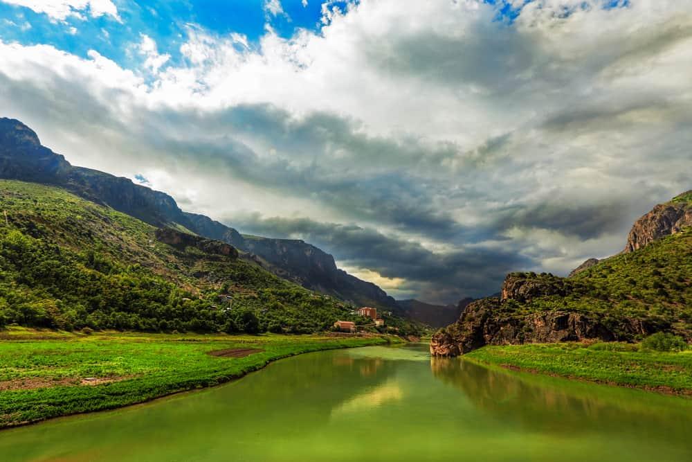Karasu (Fırat) Nehri Erzincan