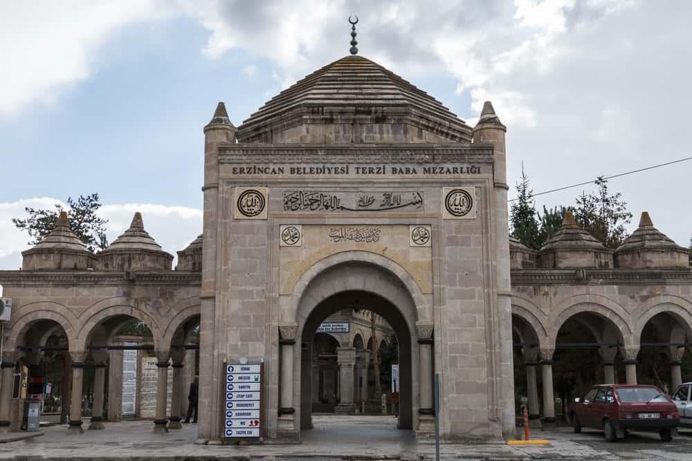 Terzi Baba Türbesi ve Mezarlığı Erzincan