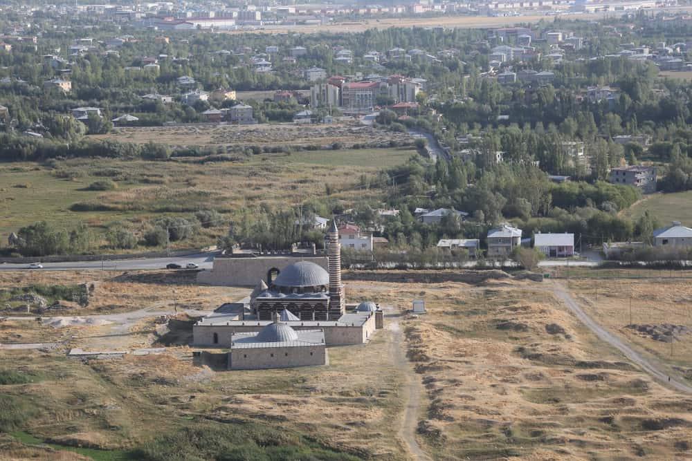 Hüsrev Paşa Camii ve Külliyesi Van