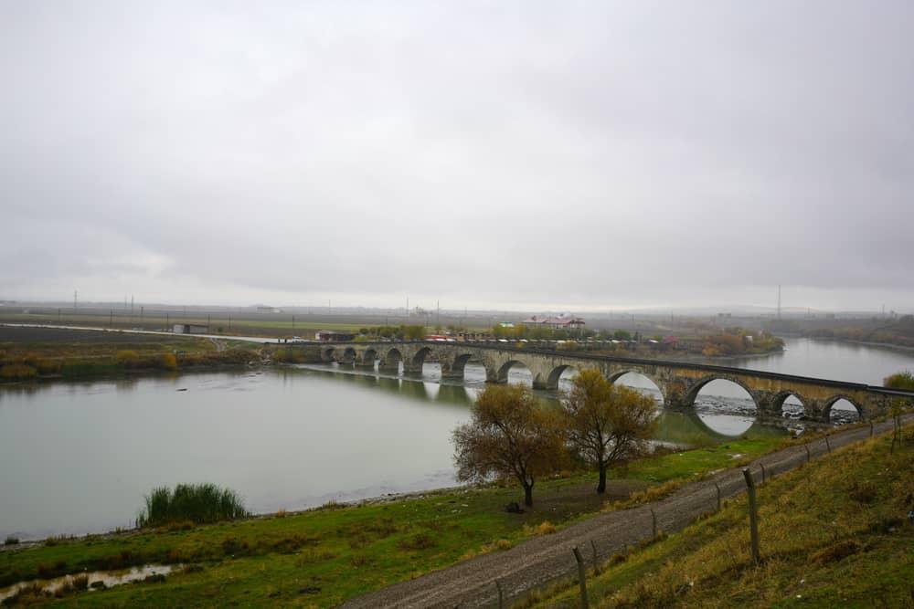 Murat Irmağı ve Köprüsü Muş