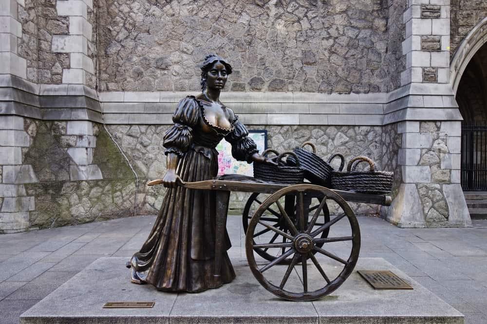 Grafton Caddesi Dublin Molly Malone heykeli