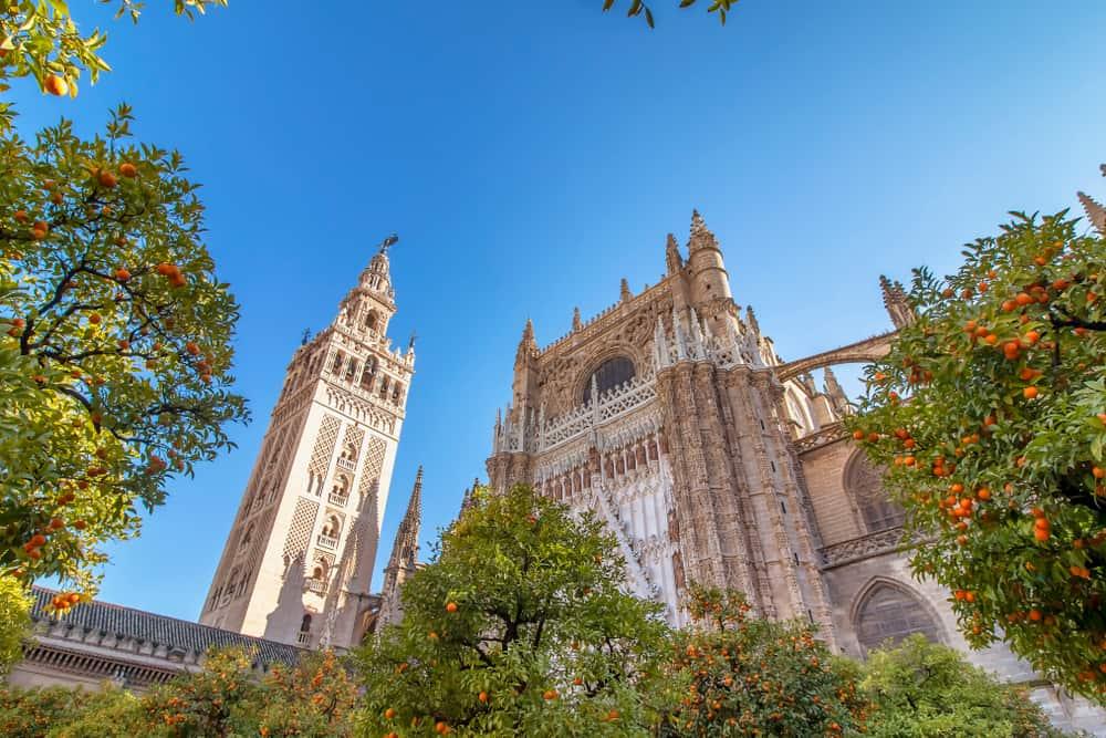Sevilla Katedrali ve Giralda Çan Kulesi İspanya