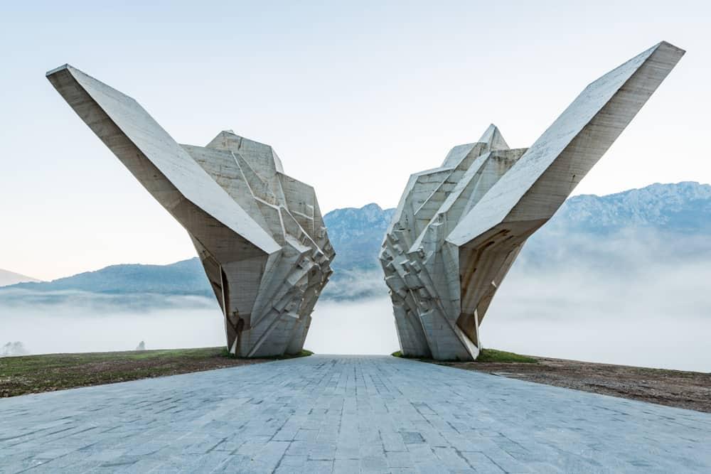 Tjentiste Anıtı Bosna Hersek