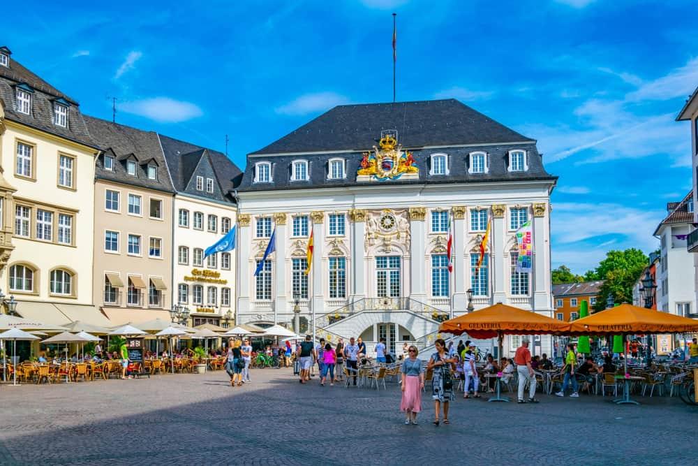 Bonn Belediye Binası ve Şehir Meydanı