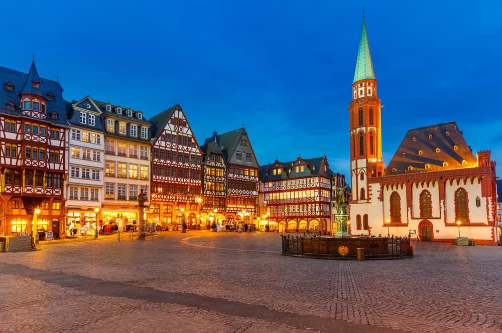 Franfurt Şehir Merkezi The Römerberg: Tarihi Şehir Merkezi. Aziz Nicholas Kilisesi