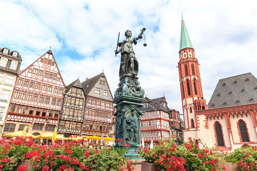 Franfurt Şehir Merkezi The Römerberg: Tarihi Şehir Merkezi