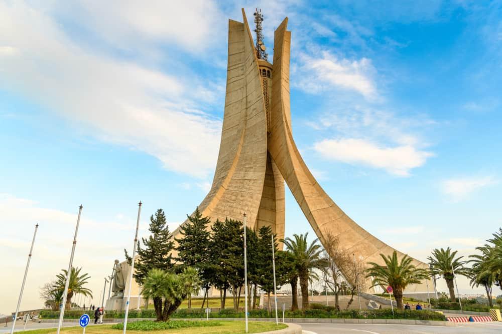Cezayir Maqam Echahid (Şehitler Anıtı)