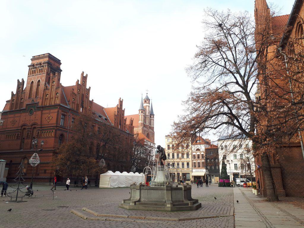 Toruń'da Ulaşım: Nasıl Gidilir? & Şehir İçi Ulaşım İmkanları