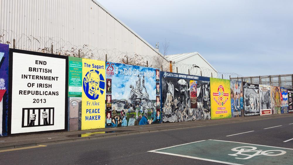 Belfast Barış Duvarları