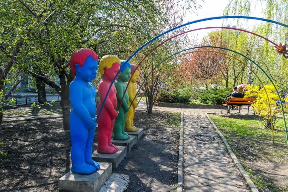İşeyen Çocuklar Heykeli, Kiev