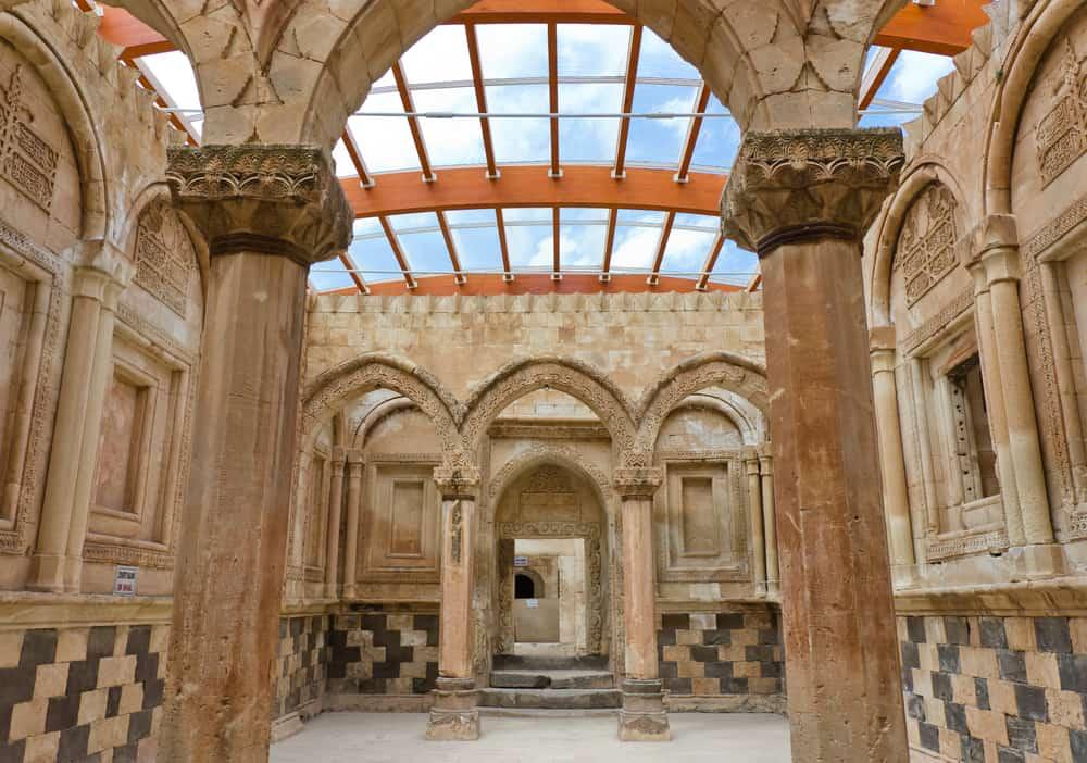 İshak Paşa Sarayı Ziyaret Gün ve Saatleri