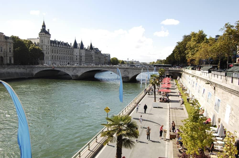 Berges de Seine Paris Fransa