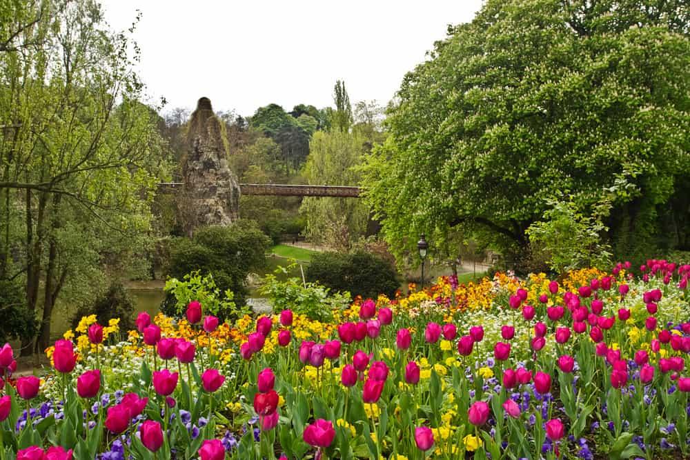 Buttes Chaumont Parkı Paris Fransa