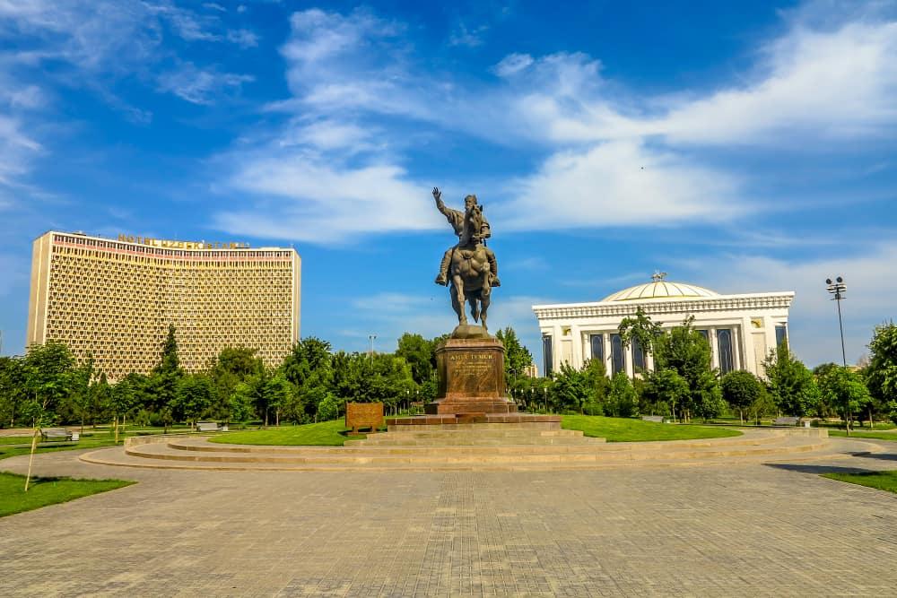Taşkent Emir Timur Meydanı