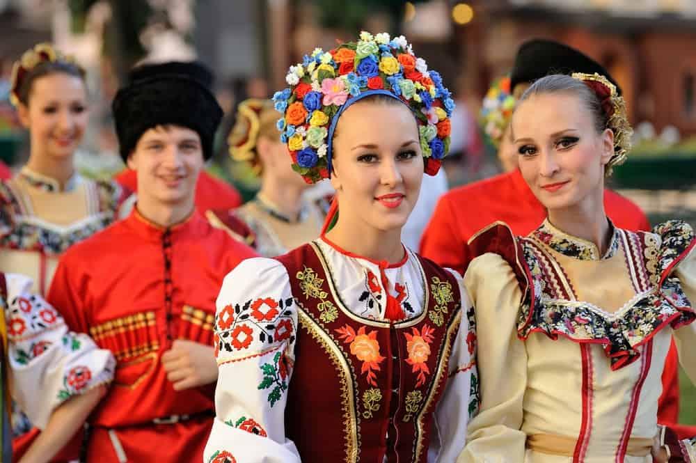 Geleneksel Rus Kıyafetleri
