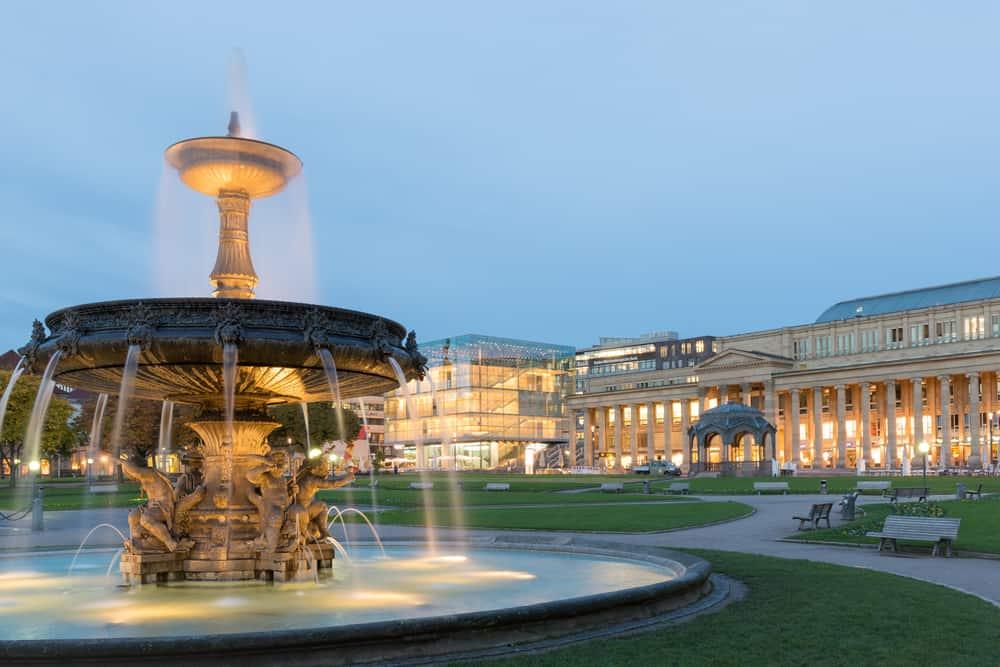 Saray Meydanı (Schlossplatz) Stuttgart Almanya