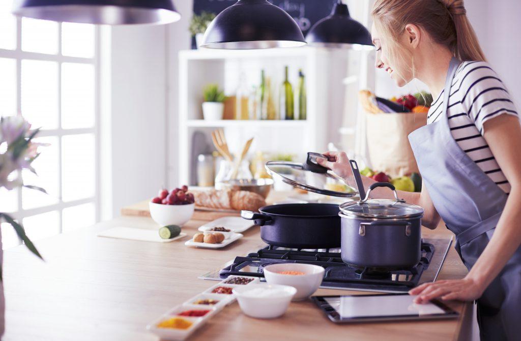 Mutfakta Yemek Pişirmek