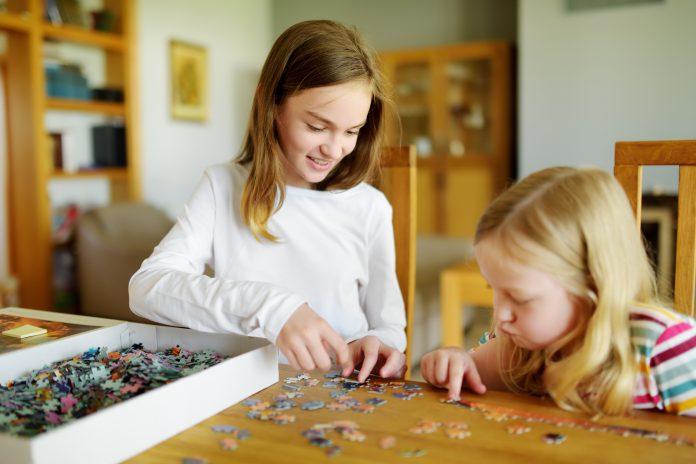 Puzzle Yapan Çocuklar