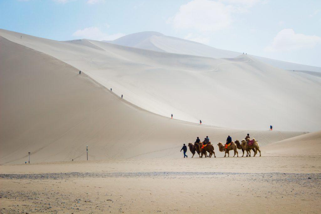 İpek Yolu'nun Tarihi ve Rotası DUNHUANG Çölü Çin
