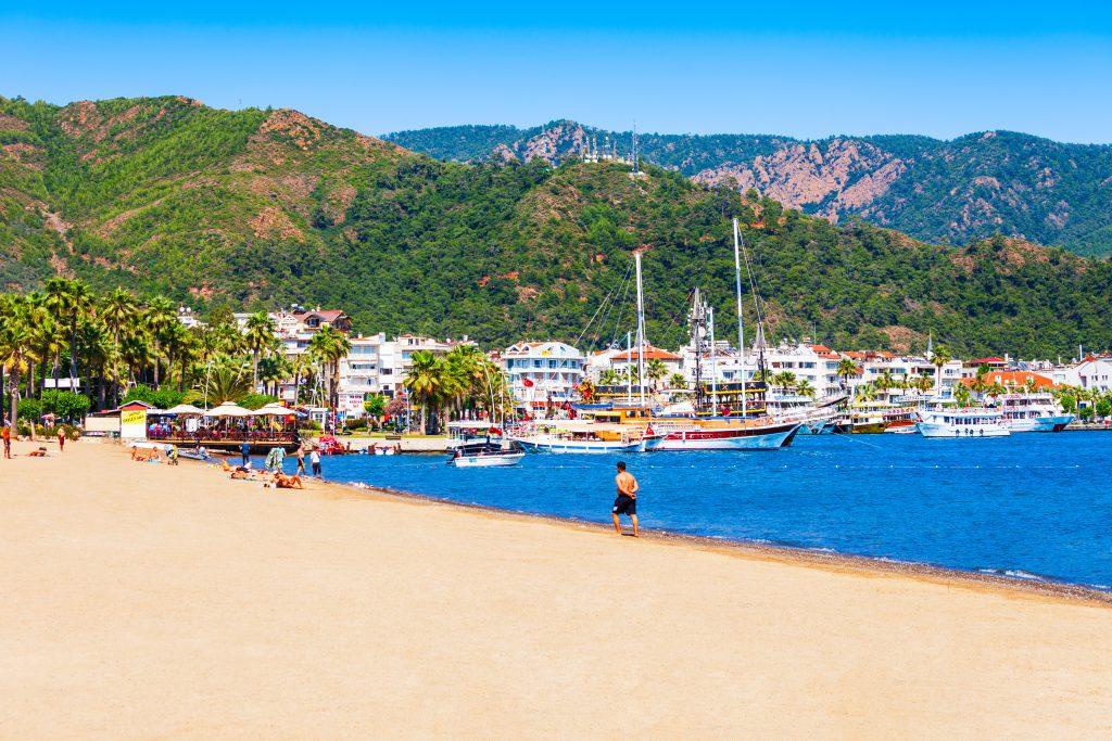 Marmaris Belediye Halk Plajı, Merkez