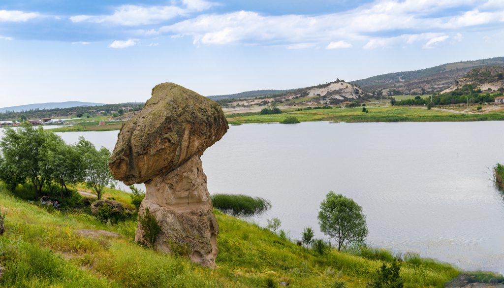 Frig Vadisi ve Emre Gölü Nerede?