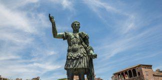 Julius Caesar Heykeli, Via dei Fori Imperiali, Roma